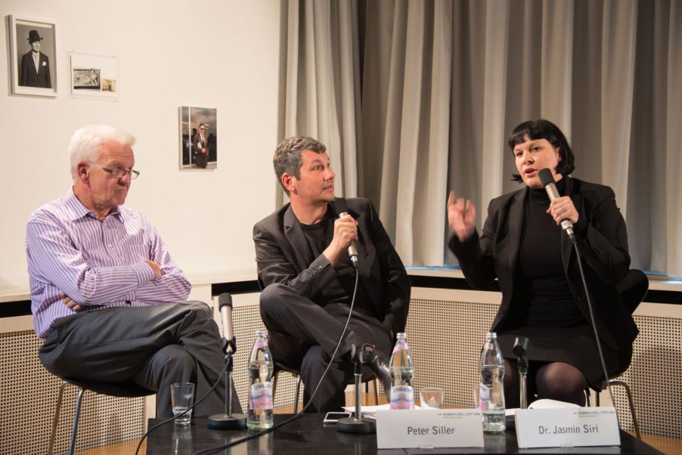 Jasmin Siri, Winfried Kretschmann und Peter Siller beim Demokratiedialog in Stuttgart